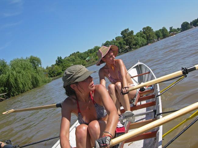 Rozando el río