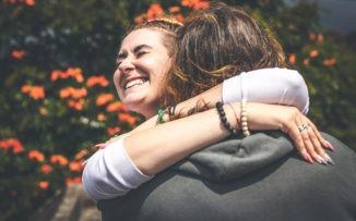 Abrazos: un puente entre almas