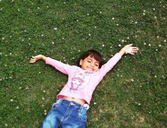 Cómo ayudar a tus hijos a desintoxicar los sentidos