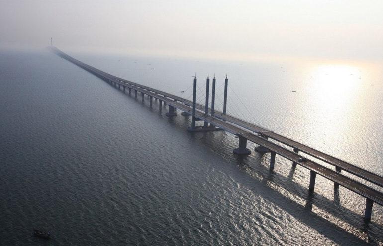 Símbolos de la unión y el encuentro humano, los puentes cruzan las fronteras y nos acercan siempre, estemos donde estemos.