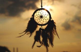 Autoconocimiento: ¿Qué tienen el tarot, la astrología y el chamanismo para enseñarnos?